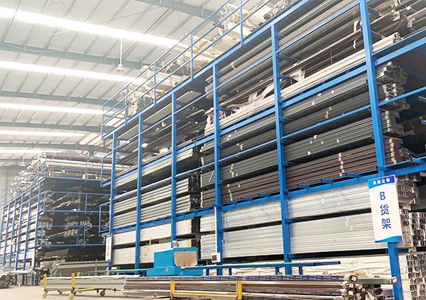 京美铝业工厂材料区1