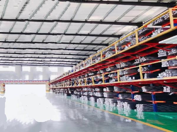 京美铝业工厂材料区